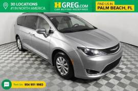 2017 Chrysler Pacifica Touring L FWD - $16,998