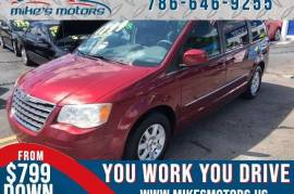 2010 Chrysler Town & Country Touring FWD - $6,